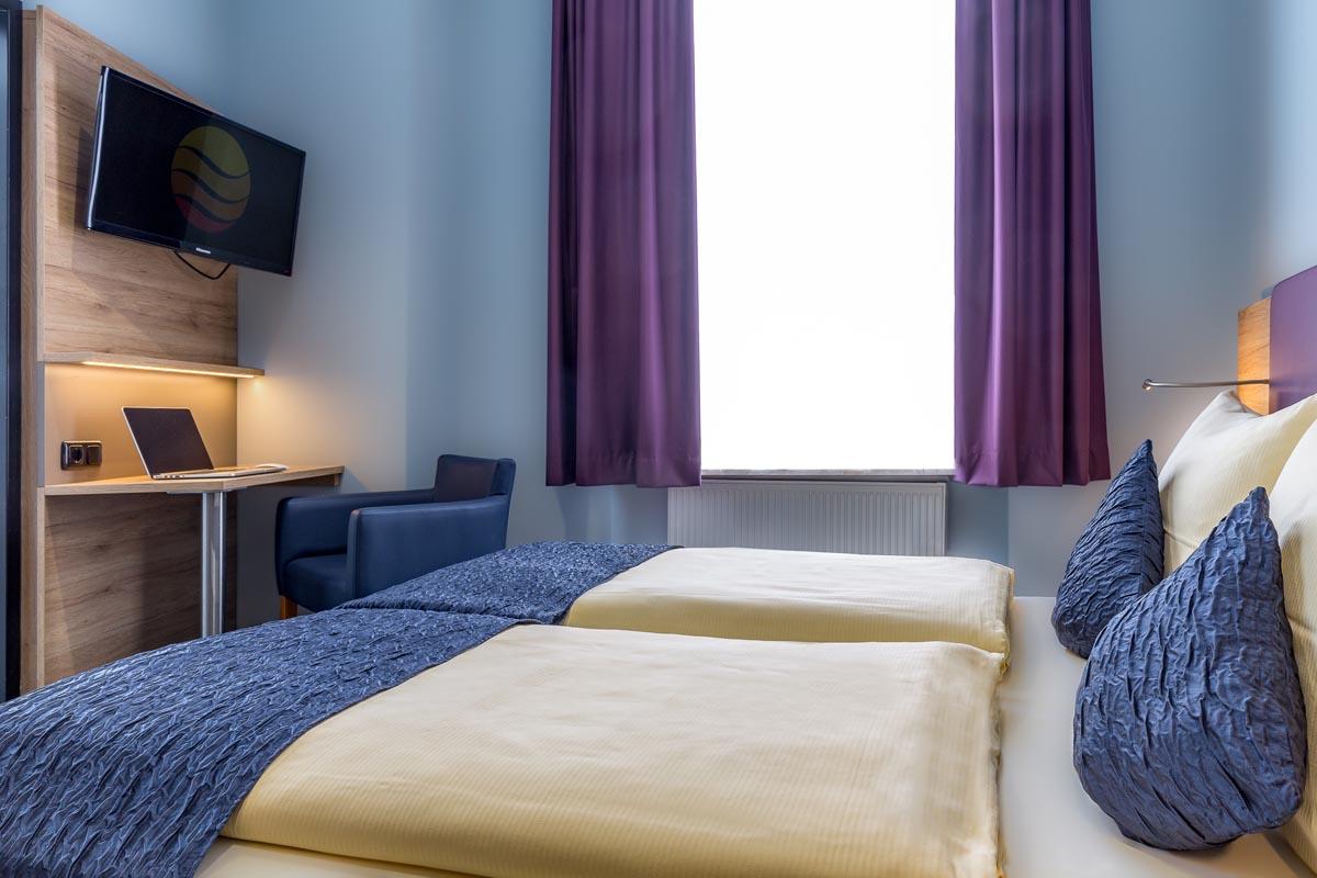 Z2-Standard-Double-Room_4